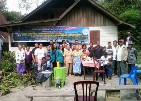 Training Enceng Gondok Tidak Membuat Gondok Danau Toba di Desa Naburahan Limbong, Kec. Sianjur Mula-Mula, Kab. Samosir, Provinsi Sumatera Utara